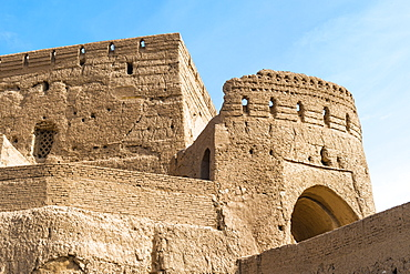 Narin Qaleh (Narin Ghaleh), tower and ramparts, Meybod mud-brick fortress, Meybod, Yazd Province, Iran, Middle East