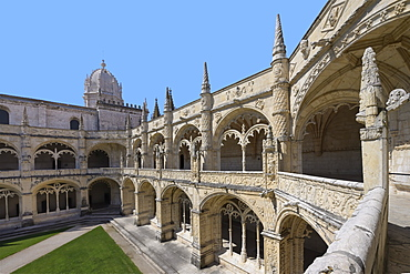 Courtyard in the Cloister, Monastery of the Hieronymites (Mosteiro dos Jeronimos), UNESCO World Heritage Site, Belem, Lisbon, Portugal, Europe