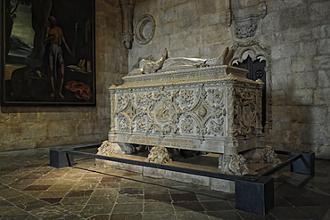 Vasco da Gama tomb, Church of Santa Maria de Belem, Monastery of the Hieronymites (Mosteiro dos Jeronimos), UNESCO World Heritage Site, Belem, Lisbon, Portugal, Europe