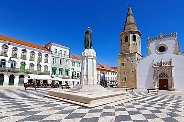 Saint John the Baptist Church, Gualdim Pais statue on Republic Square, Tomar, Santarem district, Portugal, Europe