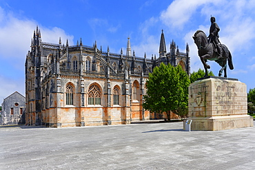 Nuno Alvares Pereira equestrian statue, Dominican Monastery of Batalha (Saint Mary of the Victory Monastery), UNESCO World Heritage Site, Batalha, Leiria district, Portugal, Europe
