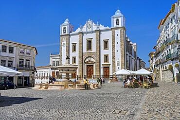 Saint Anton's Church and Giraldo Square, Evora, Alentejo, Portugal, Europe