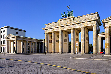 Brandenburg Gate, Pariser Square, Unter den Linden, Berlin, Germany