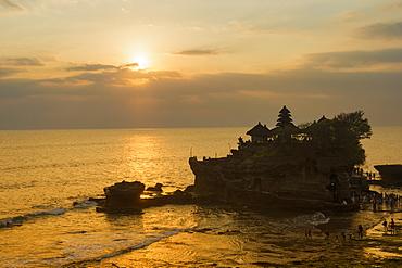 Pura Tanah Lot Temple at sunset, Bali, Indonesia, Southeast Asia, Asia