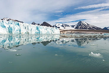 Lilliehook glacier in Lilliehook fjord, a branch of Cross Fjord, Spitsbergen Island, Svalbard Archipelago, Arctic, Norway, Scandinavia, Europe