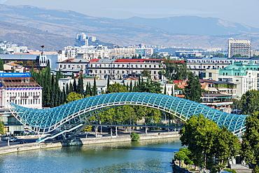 Peace Bridge over the Mtkvari Rver, designed by Italian architect Michele de Lucci, Tbilisi, Georgia, Caucasus, Asia