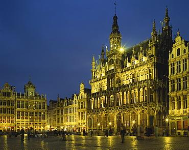Belgium, Brussels, Grand Place, Maison du Roi illuminated at night