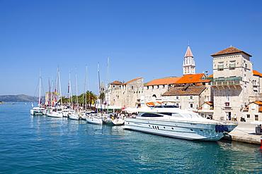 Trogir's historic Stari Grad (Old Town) defensive walls and harbour, Trogir, Dalmatia, Croatia, Europe - 1158-443