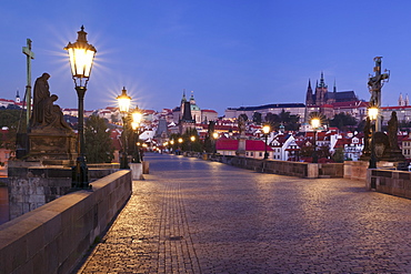 Illuminated Charles Bridge and Castle District with Hradcany, St. Vitus Cathedral and Royal Palace, UNESCO World Heritage Site, Prague, Bohemia, Czech Republic, Europe