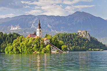Blejski Otok Island with Santa Maria Church, Bled Castle, Lake Bled, Gorenjska, Julian Alps, Slovenia, Europe