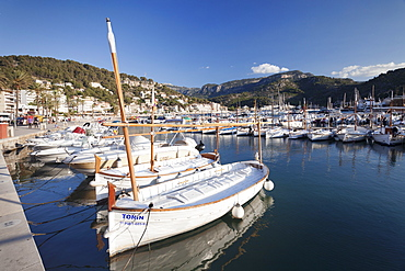 Fishing boats at harbour, Port de Soller, Majorca (Mallorca), Balearic Islands, Spain, Mediterranean, Europe