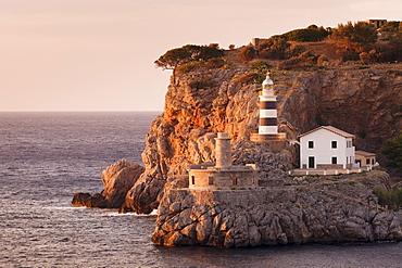Lighthouse Far de sa Creu at sunset, Port de Soller, Majorca (Mallorca), Balearic Islands, Spain, Mediterranean, Europe