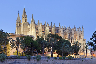 Cathedral of Santa Maria of Palma (La Seu), Parc de la Mar, Palma de Mallorca, Majorca (Mallorca), Balearic Islands, Spain, Mediterranean, Europe