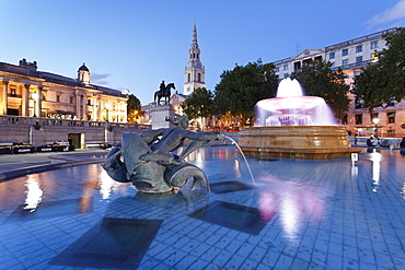 Fountain with statue of George IV, National Gallery and St. Martin-in-the-Fields church, Trafalgar Square, London, England, United Kingdom, Europe