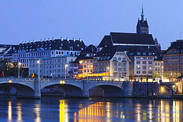 Mittlere Rheinbrucke Bridge and Martinskirche Church, Grossbasel, Basel, Canton Basel Stadt, Switzerland, Europe