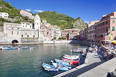 Fishing boats at the harbour, Vernazza, Cinque Terre, UNESCO World Heritage Site, Rivera di Levante, Provinz La Spazia, Liguria, Italy, Europe