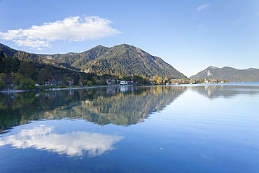 Walchensee Village, Jochberg Mountain and Herzogstand Mountain reflecting in Walchensee Lake, Bavarian Alps, Upper Bavaria, Bavaria, Germany, Europe