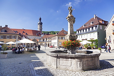 Rokoko fountain on market square, view to the castle, Weikersheim, Hohenlohe Region, Taubertal Valley, Romantische Strasse (Romantic Road), Baden Wurttemberg, Germany, Europe