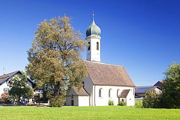 St. Leonhard Church, Froschhausen near Murnau am Staffelsee, Upper Bavaria, Bavaria, Germany, Europe