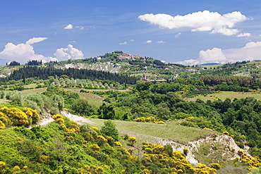 Tuscan landscape with mountain village of Chiusure, Siena Province, Tuscany, Italy, Europe