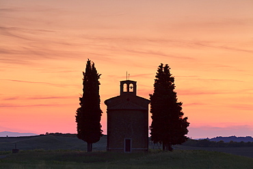Capella di Vitaleta at sunset, Val d'Orcia (Orcia Valley), UNESCO World Heritage Site, Siena Province, Tuscany, Italy, Europe