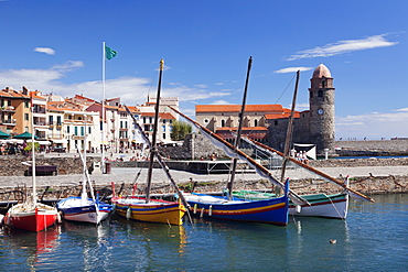Traditional fishing boats at the port, fortress church Notre Dame des Anges, Collioure, Pyrenees-Orientales, Languedoc-Roussillon, France, Mediterranean, Europe