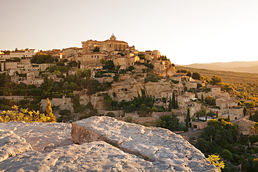 Hilltop village of Gordes with castle and church at sunrise, Provence, Provence-Alpes-Cote d'Azur, Southern France, France, Europe