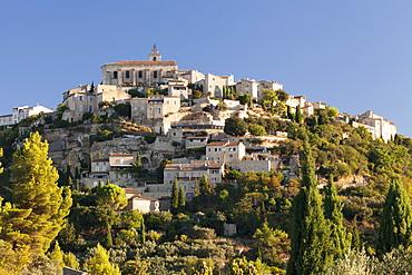 Hilltop village of Gordes, Provence, Provence-Alpes-Cote d'Azur, Southern France, France, Europe