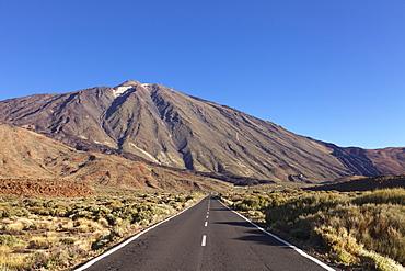 Road through Caldera de las Canadas, Pico del Teide, National Park Teide, UNESCO World Heritage Site, Tenerife, Canary Islands, Spain, Europe