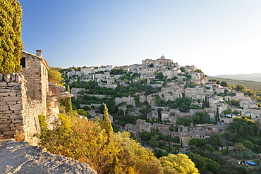 Hilltop village of Gordes with castle and church at sunrise, Provence, Provence-Alpes-Cote d'Azur, France, Europe