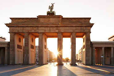 Brandenburg Gate (Brandenburger Tor) at sunrise, Platz des 18 Marz, Berlin Mitte, Berlin, Germany