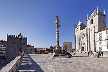 Pelourinho Column, Se Cathedral, Porto (Oporto), Portugal, Europe