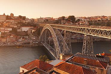 Ponte Dom Luis I Bridge, UNESCO World Heritage Site, Douro River, Porto (Oporto), Portugal, Europe