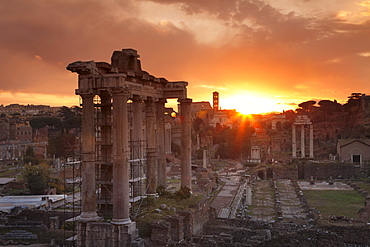 Roman Forum (Foro Romano), Temple of Saturn and Colosseum, UNESCO World Heritage Site, Rome, Lazio, Italy, Europe