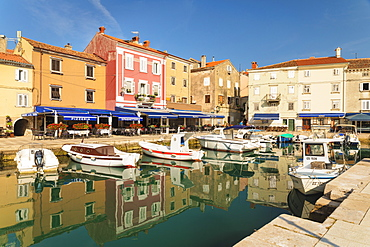 Restaurants at the harbour, Cres Town, Cres Island, Kvarner Gulf, Croatia, Europe