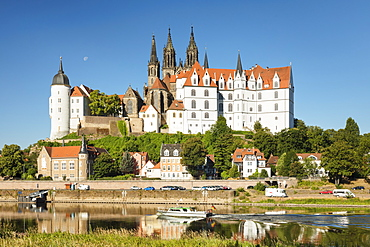 View over Elbe Ribe to Albrechtsburg Castle and Cathedral, Meissen, Saxony, Germany, Europe