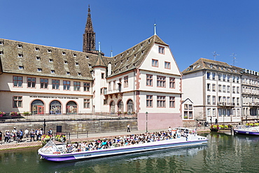 Excursion boat on River Ill, Historical Museum and Cathedral, Strasbourg, Alsace, France, Europe