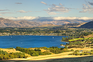 Lake Wanaka in the evening, Otago, South Island, New Zealand, Pacific