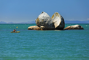 Split Apple Rock, Kaiteriteri, Tasman Bay, Tasman, South Island, New Zealand, Pacific