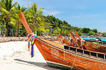 Longtail boat on Ton Sai Beach, Ko Phi Phi Don, Krabi, Thailand, Andaman Sea, Indian Ocean, Southeast Asia, Asia