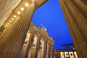 Brandenburg Gate (Brandenburger Tor) and Quadriga winged victory, Unter den Linden, Berlin, Germany, Europe