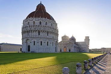 Baptistery, Duomo Santa Maria Assunta and the Leaning Tower, Piazza dei Miracoli, UNESCO World Heritage Site, Pisa, Tuscany, Italy, Europe