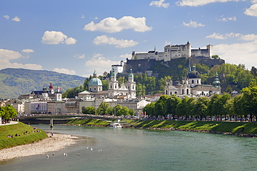 Old Town, UNESCO World Heritage Site, with Hohensalzburg Fortress and Dom Cathedral and the River Salzach, Salzburg, Salzburger Land, Austria, Europe