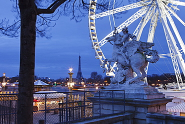 View from Place de la Concorde with big wheel and statue to the Eiffel Tower, Paris, Ile de France, France, Europe