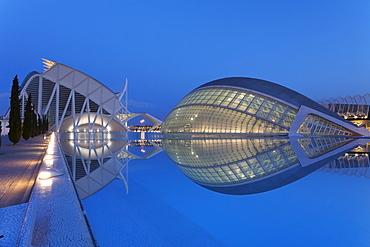Hemisferic and Museo de las Ciencias, architect Santiago Calatrava, City of Arts and Sciences (Ciudad de las Artes y las Ciencias), Valencia, Comunidad Valencia, Spain, Europe
