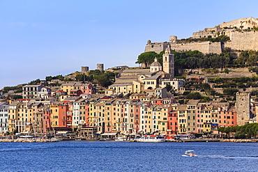 Portovenere (Porto Venere), UNESCO World Heritage Site, harbourfront houses, church and castle, Ligurian Riviera, Liguria, Italy, Europe