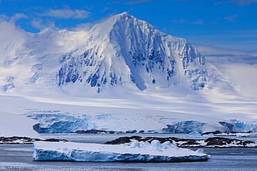 Misty Mount William, glaciers and icebergs, sunny weather, Anvers Island, from Bismarck Strait, Antarctic Peninsula, Antarctica, Polar Regions