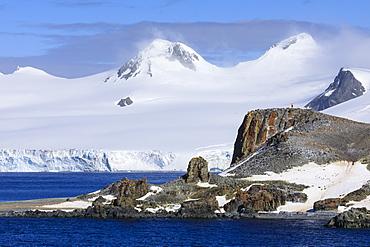 Distant penguins on Half Moon Island, Livingston Island in mist, evening sun, South Shetland Islands, Antarctica, Polar Regions
