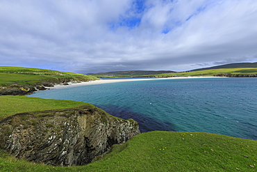 St. Ninian's Isle, white shell sand beach, largest tombolo in United Kingdom, South West Mainland, Shetland Islands, Scotland, United Kingdom, Europe