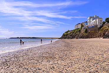 Castle Beach, paddling in the sea, on a sunny day in summer, Tenby, Pembrokeshire, Wales, United Kingdom, Europe